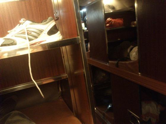 二层卧铺客车,很臭,车里也没有卫生间